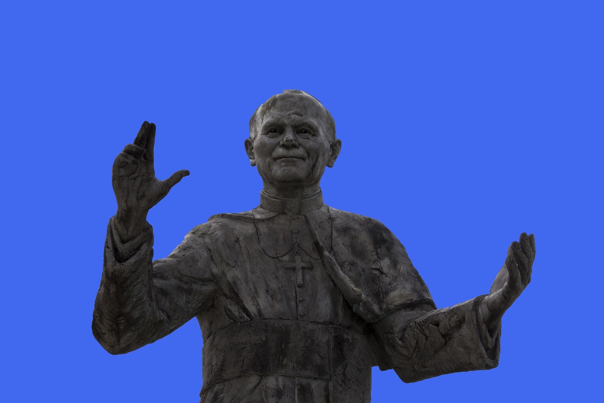 Saint Jean-Paul II statue